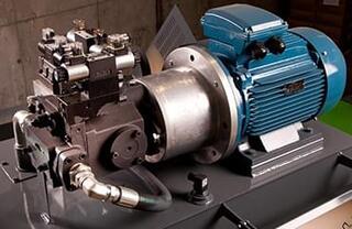 Motor de 15 kilowați pentru eficienţă în compactarea baloţilor şi în consumul de energie