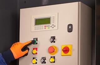 """Ciclu automat cu indicator luminos """"Balot plin"""" şi program antiblocare pentru operare sigură"""