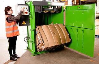 Rata mare de compactare creează un balot optim de 250 kg